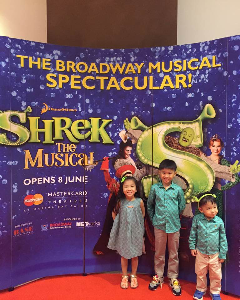 shrek the musical � there is abit of everything for
