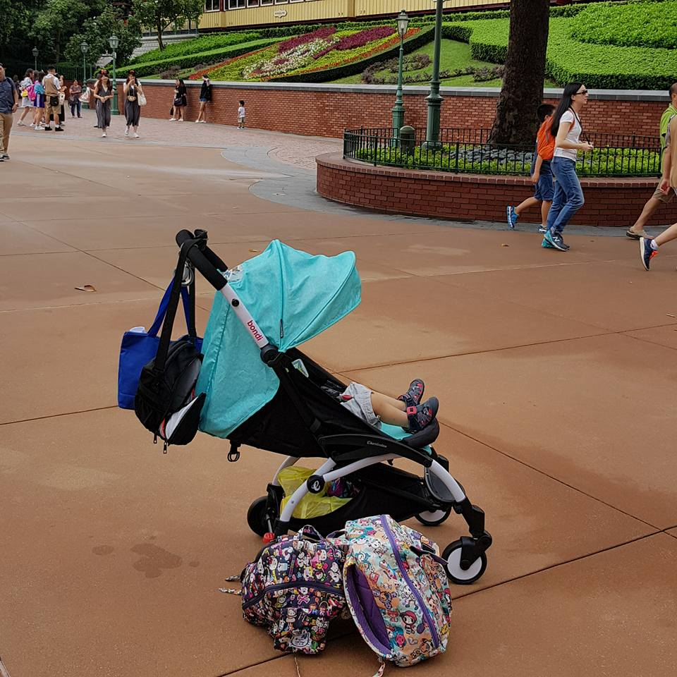 all thanks to the stroller I survived HK Disneyland with 4 kids!