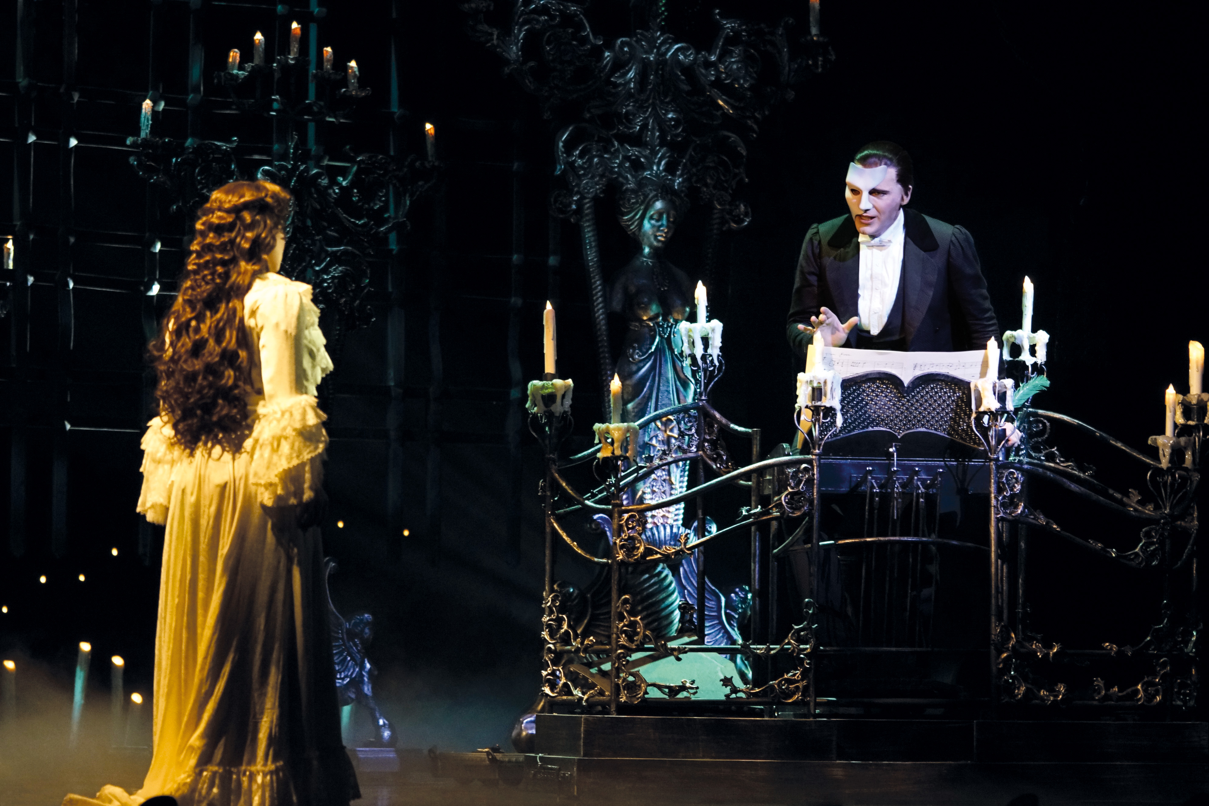 00ced04a43ad Review: The Phantom of the Opera 2019   My Preciouz Kids
